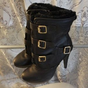 Shoes - Black winter booties with fur detail inside